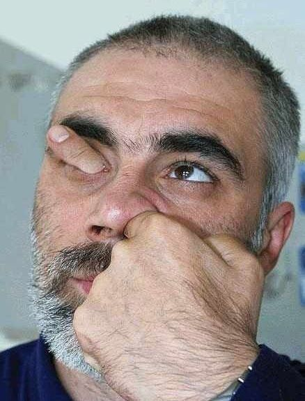 optical illusion?: Funny Pictures, Photography Portraits, Scary Pictures, Weird Stuff, Kids Photos, Crazy Photos, Funny Photos, Eye, Funny People
