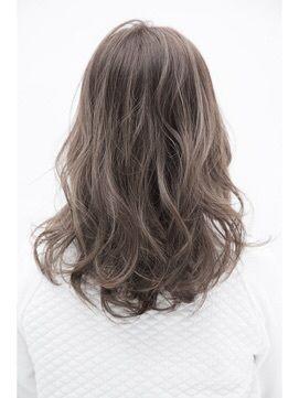 【ALIVE 原宿】アッシュベージュ外国人風ハイライト,3Dカラー/ALIVE harajuku【アライブ ハラジュク】 原宿/表参道をご紹介。2016年夏の最新ヘアスタイルを100万点以上掲載!ミディアム、ショート、ボブなど豊富な条件でヘアスタイル・髪型・アレンジをチェック。