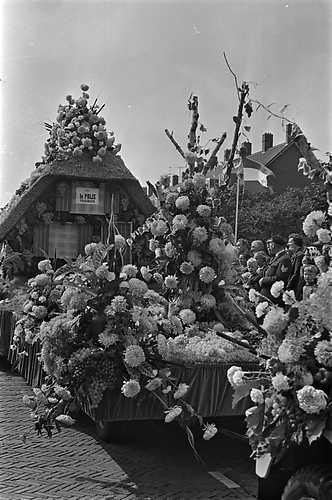 Hans en grietje was de naam van deze praalwagen die zaterdag door het westland trok ter gelegenheid van de westlandse oogstfeesten 1965. De wagen werd onderscheiden met de eerste prijs.