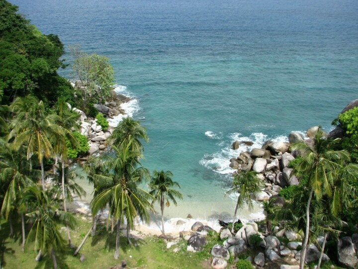 Combinations of coconut trees and granite at Lengkuas Island