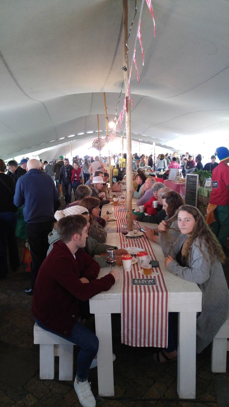 A popular fresh goods and gourmet produce market in Stellenbosch.  On every Saturday 9am-2pm (rain or shine) at Oude Libertas (Oude Libertas Estate, Oude Libertas Road, Stellenbosch). Hold an additional special Christmas Night Market in Decemb