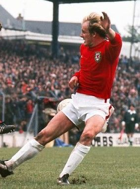 Terry Yorath Wales 1975