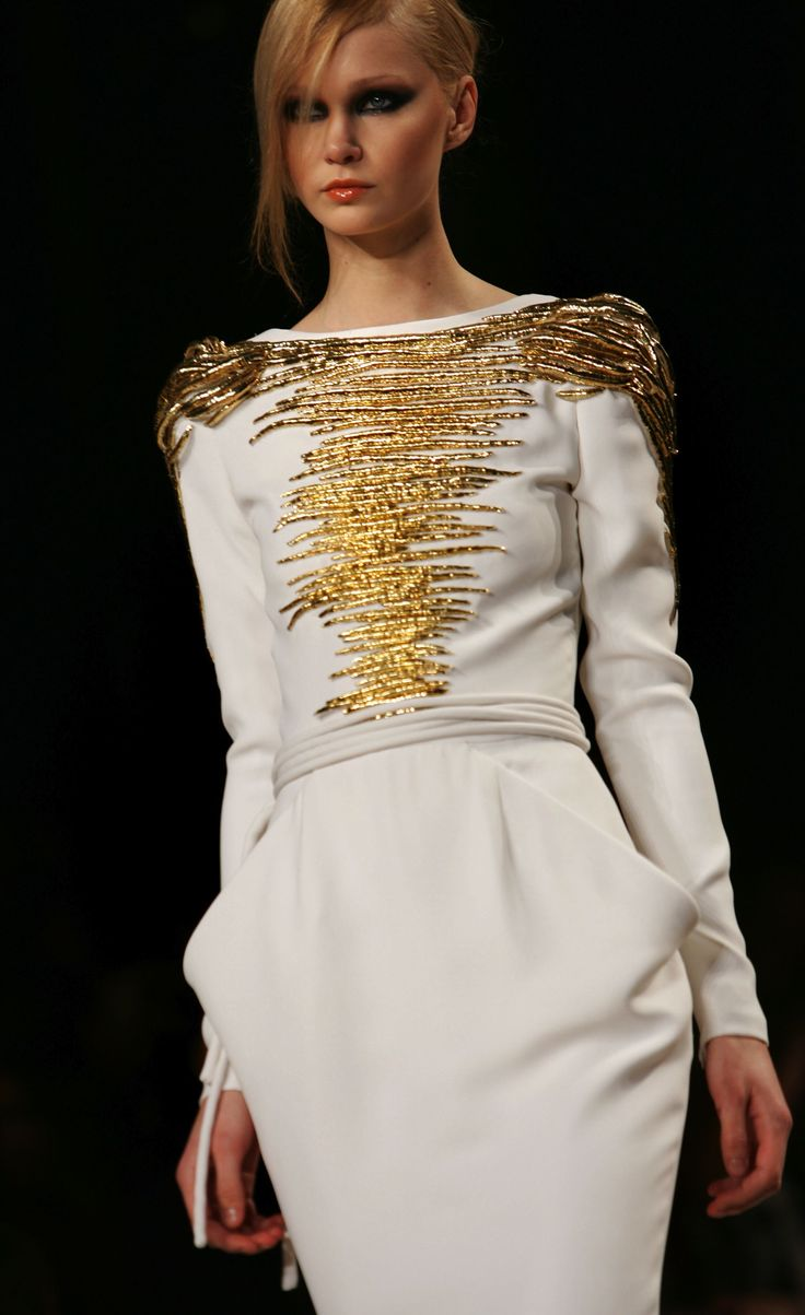 Stephane rolland: Cream And Gold, Stephane Rolland Couture, Gold Dresses, Fashion Design, High Fashion, White Gold, Rolland Springsumm, Couture Fashion, Haute Couture