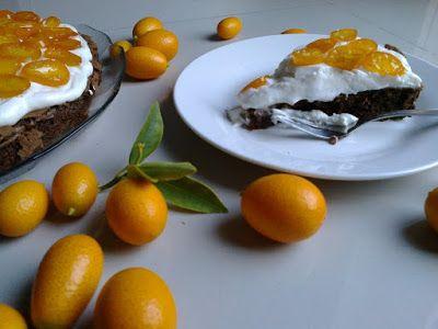 Bolo de chocolate, baunilha e kumquats