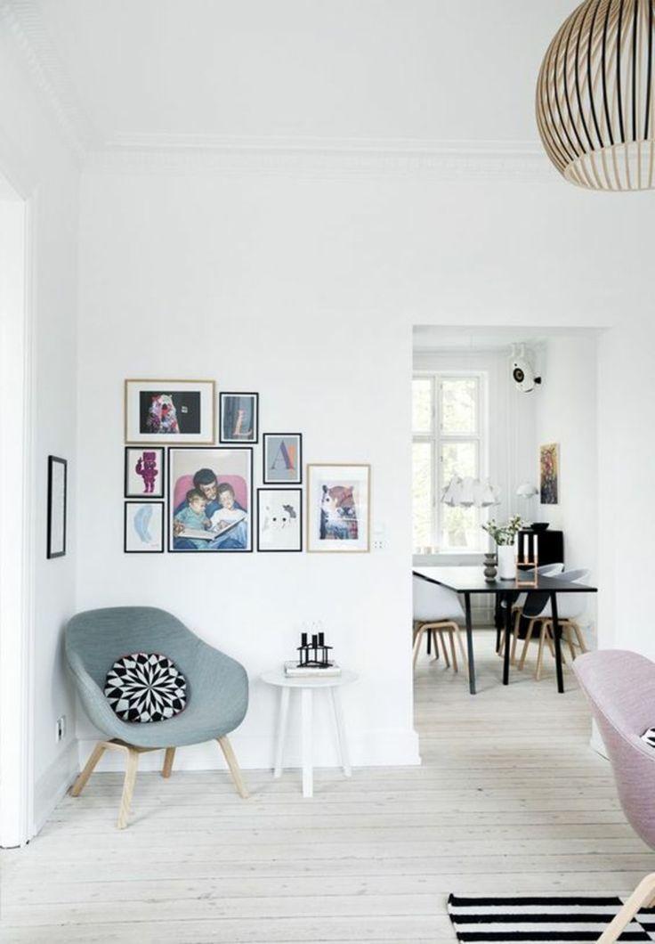 gemütliche Ecke mit Sessel, Beistelltisch und DIY Fotowand