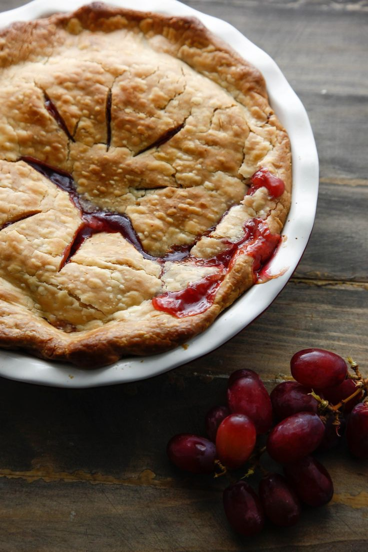 Summer grape pie recipe with delicious red grapes!
