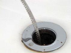 NETTOYAGE : Recette pr déboucher un lavabo : 1 part de bicarbonate de sodium ( 1 tasse ) +1 part de sel ( 1 tasse ) + 1 part de vinaigre ( 1 tasse ) + Une bouilloire d'eau bouillante :Mélanger le bicarbonate de sodium, le sel et le vinaigre dans un grand bol. Verser le mélange dans le renvoi d'eau du lavabo à déboucher Laissez agir pendant 20 minutes. Vider l'eau bouillante dans le renvoi. Les plaques de résidus devraient se détacher de la tuyauterie et être évacuées avec l'eau.