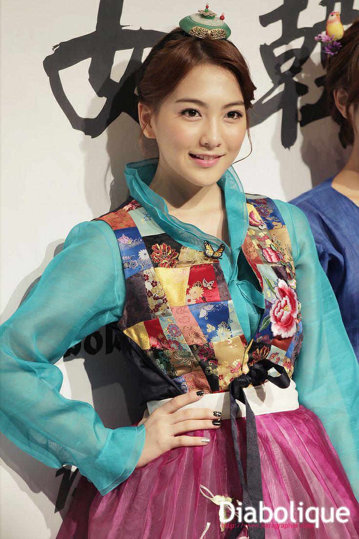Kara JiYoung in Hanbok / Hanbok is a Korean Traditional Clothing