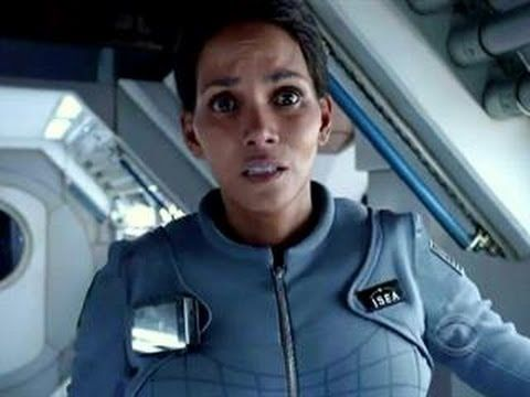 Finally a closer, but still TOO short look at Halle Berry in new Steven Spielberg-produced  futuristic thriller #EXTANT. We want a longer trailer :-)  The show looks  interesting, and the fact that Louis Gossett Jr plays her father only makes us want to see it more. CBS premiere is July 2, at 9/8c : http://youtu.be/6B8-hzCxTCk   Nice to see more #SciFi  on TV.