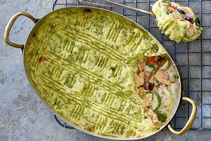 Romige zalmschotel met groente onder een pureedakje. - recept - Allerhande
