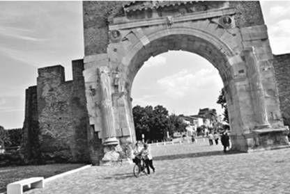 Nino Migliori, Arco di Augusto, Rimini, da Crossroads. Via Emilia, Passaggi & Topografie (2006).