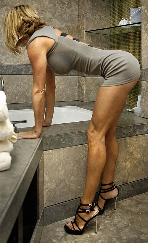 Bad girls bend at the waist 34 Photos  Traseros  Bend