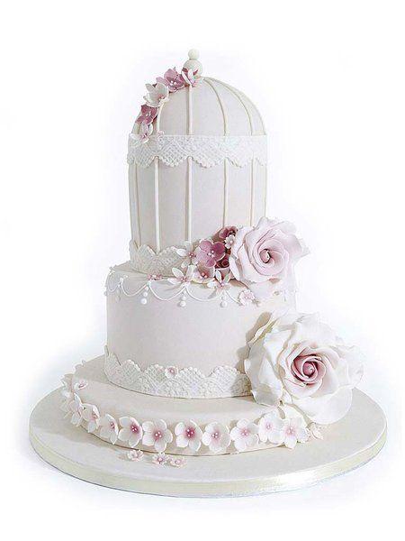 Tarta de novios romántica decorada con rosas