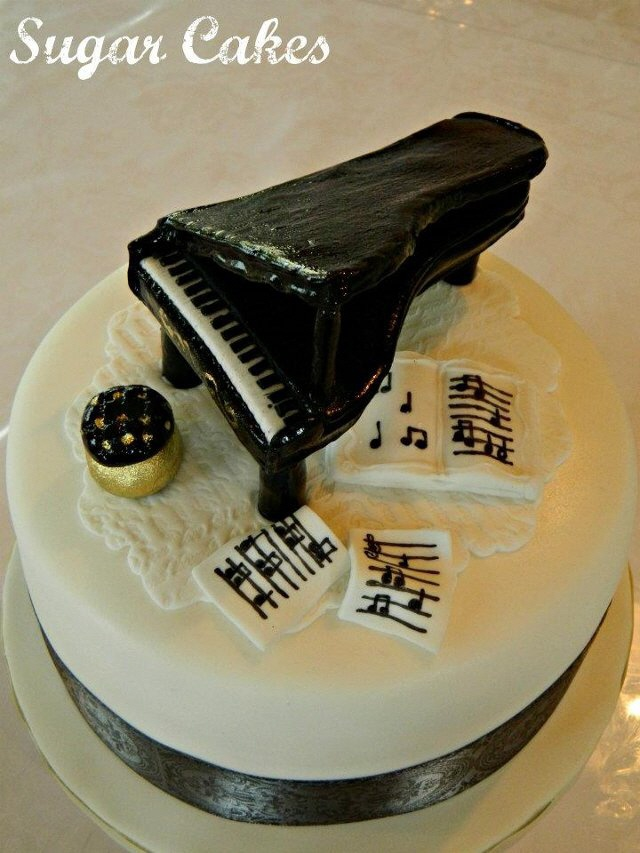 Piano cake for a Pianist