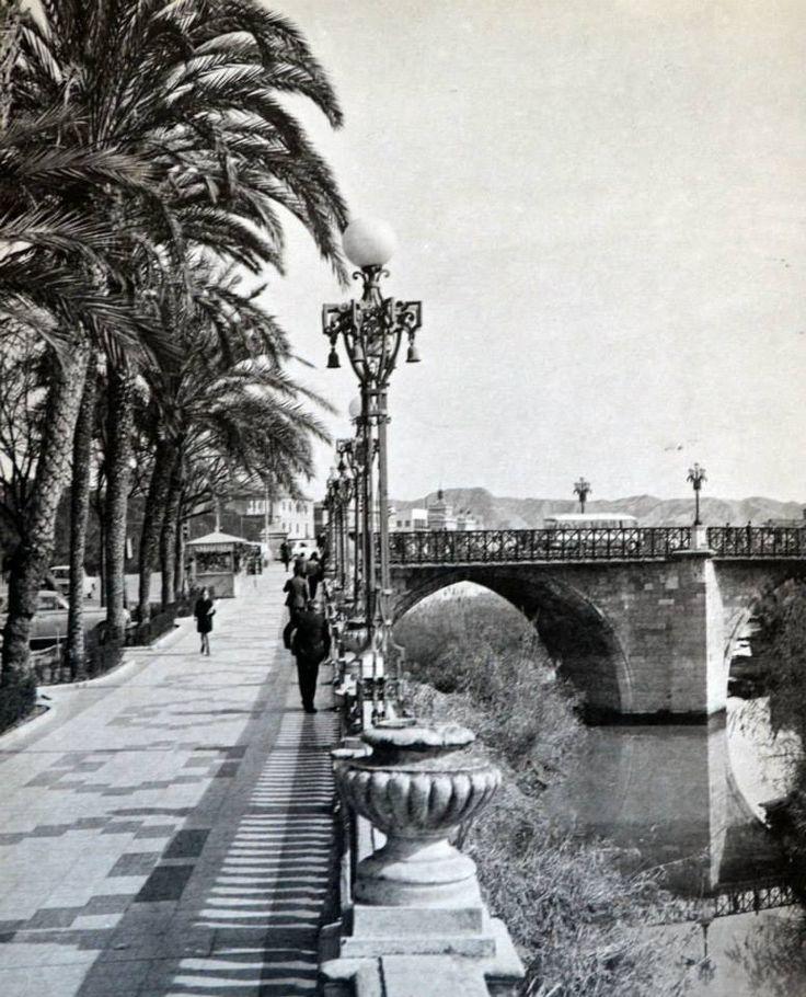 Puente Viejo y paseo