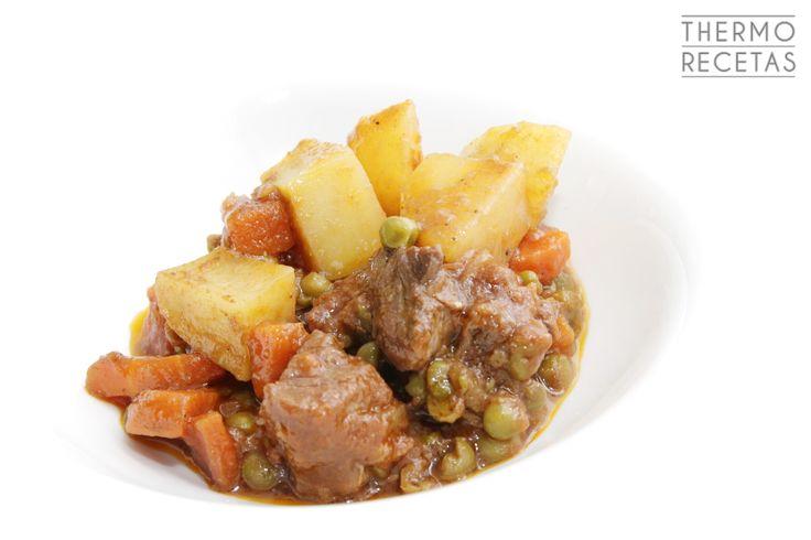 Guiso de ternera tradicional, jugoso y sabroso, que acompañado con patatas es un plato ideal. Perfecto para preparar con antelación.