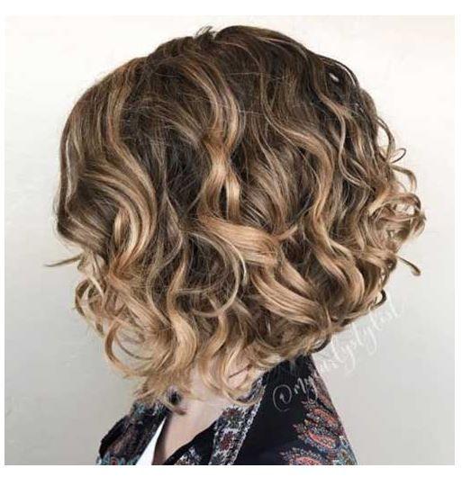 Lockig Bob Frisuren 2020 Curlyhairstyles Curly Hairstyles 2020 In 2020 Bob Frisur Haarschnitt Bob Lockige Bob Frisuren