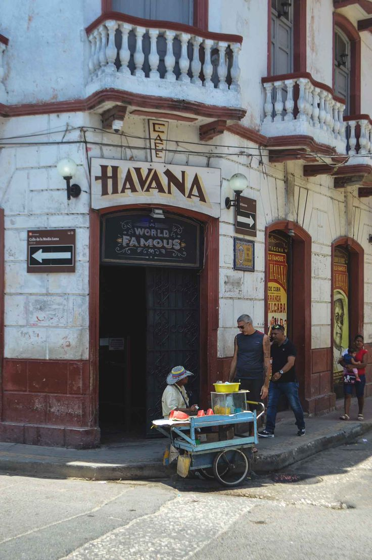 Cafe Havana in the Getsemaní district in Cartagena, Colombia | heneedsfood.com