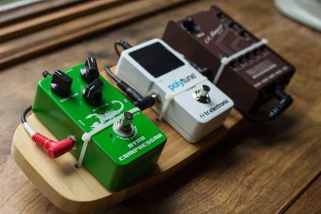 Simple Acoustic Pedalboard Imgur Guitar Pedal Boards Guitar Pedals Pedalboard