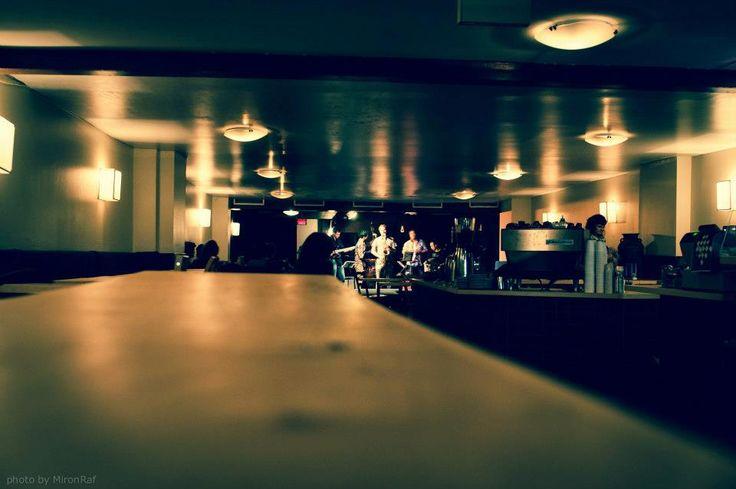 Resonance Cafe: Musique créative, repas véganes et du café préparé avec soin. Avenue du Parc à Montréal.