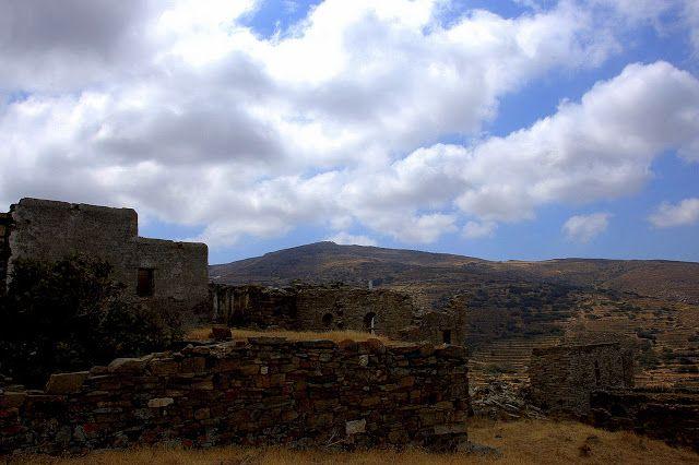 Αφιέρωμα στο εγκαταλελειμμένο χωριό της Τήνου τα Μοναστήρια - Φωνή της Τήνου