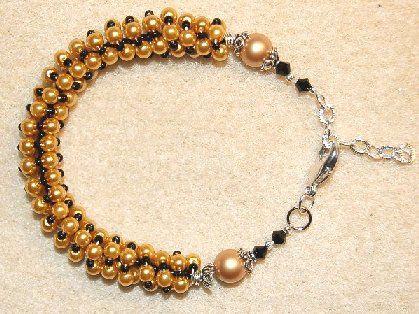 Tips. En prinsessas favorit armband - Att trä pärlor på en 0,5mm silverwire och snurra kring en mandrell eller stickpinne kan bli roliga armband.