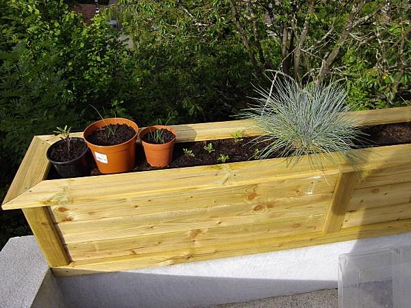 Fabrication d 39 une jardini re en bois am nagent paysag jardini re en bois grande jardiniere - Fabrication jardiniere bois ...