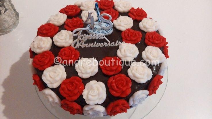 Tort 48 de Trandafiri – Andreea's Blog – Un tort cu 48 de trandafiri pentru cel mai frumos trandafir din viata mea,mama pe care o iubesc foarte mult și îi mulțumesc pentru tot,pentru ca m-a născut,m-a crescut,a avut grija de mine,m-a învățat ce înseamna cei 7 ani de acasă,a făcut multe sacrificii pentru mine și încă mai face și îmi... #pastadezahar #tortaniversar #torttiramisu
