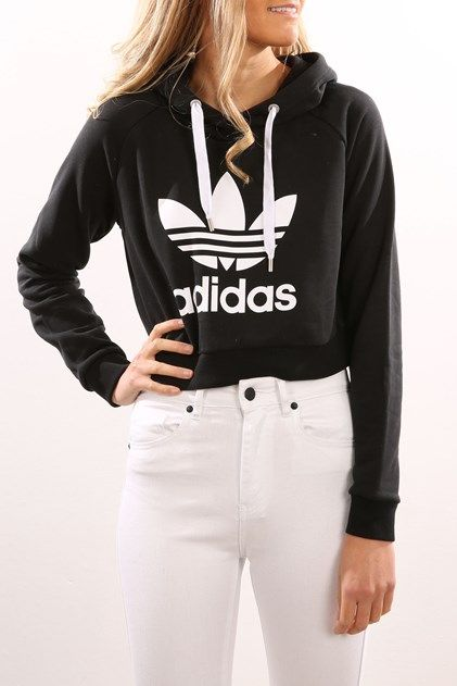 plain black cropped hoodie outfit 8