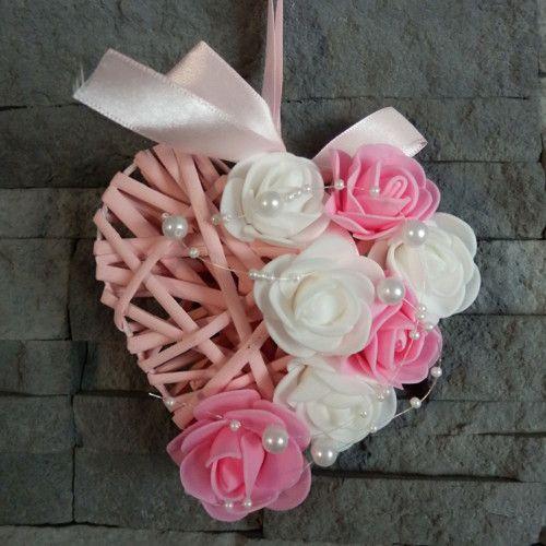 Proutěné srdce s květy růží