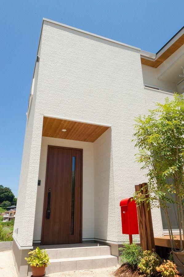 太陽が似合う白と木が美しい家 新築一戸建て マイホーム 住宅 外観