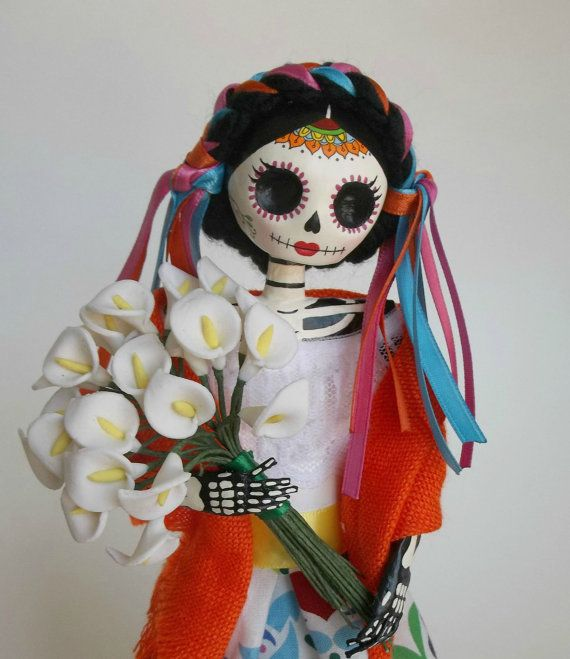 La Vendedora de Flores. Catrina de Papel Mache.  The flower seller. Paper mache catrina doll. Day of the dead. by LaCasaRoja, $40.00
