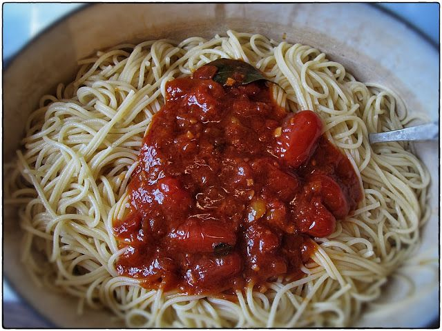 MsMarmiteLover: Spaghetti Napolitana - a good idea for some of my lovely tomatoes