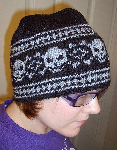 Knitted Skull Hat Pattern : The 75 best images about Aran weight Hats to knit on Pinterest Fair isles, ...