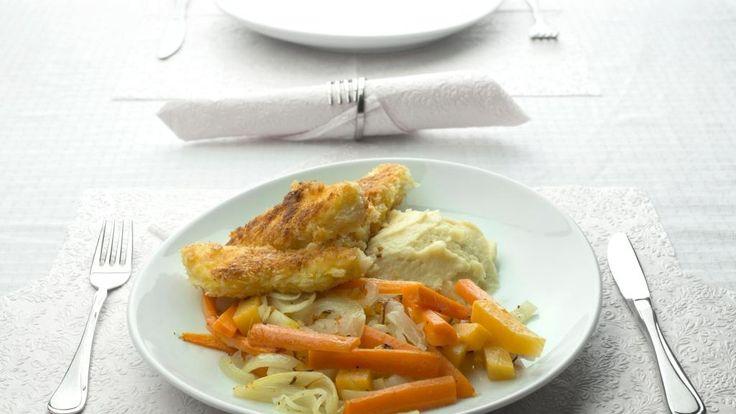 Oppskrift på Hjemmelagde fiskepinner med potetmos og rotgrønnsaker