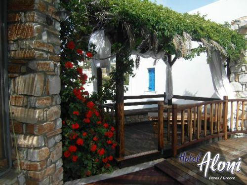 Shade next to the pool of Aloni Paros hotel