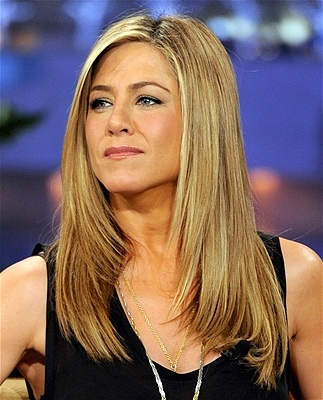 Jennifer Aniston. Again. Her hair always looks good ... If you have healthy-looking, shiny hair and delicate features, you can pull off Aniston's straightforward, girl-next-door cut. Keep it a few steps above boring with a side part, and frame your face with angling that starts just above the shoulder. Perfect!