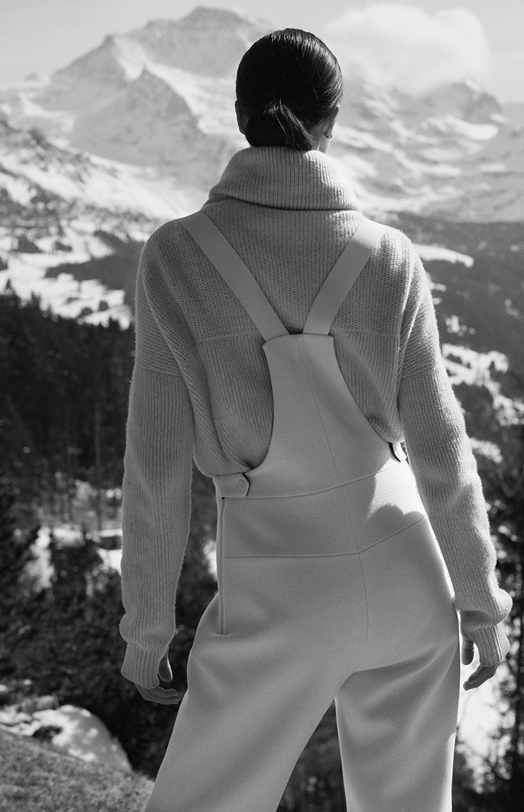 Hermès - Vestiaire d'Hiver 2013. Jumper in elephant-grey wool and cashmere, ski trousers in off-white broadcloth. #hermes #fashion #skiwear