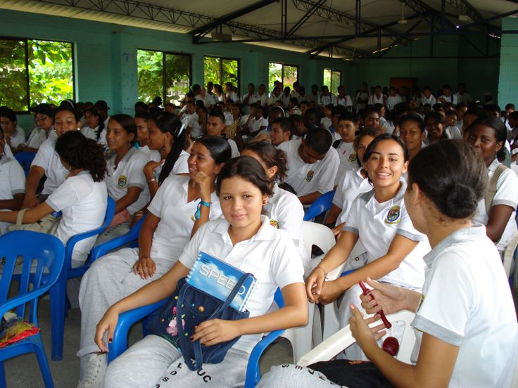 """En la parte de extensión, en el año 2012, coordiné el proyecto de extensión """"Red Sicosocial para la Convivencia Familiar"""", ejecutado por la Universidad de Antioquia en convenio con el Municipio de El Retiro."""
