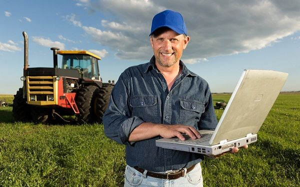 Mashable talks about ag using social media. What? Farmers use technology?