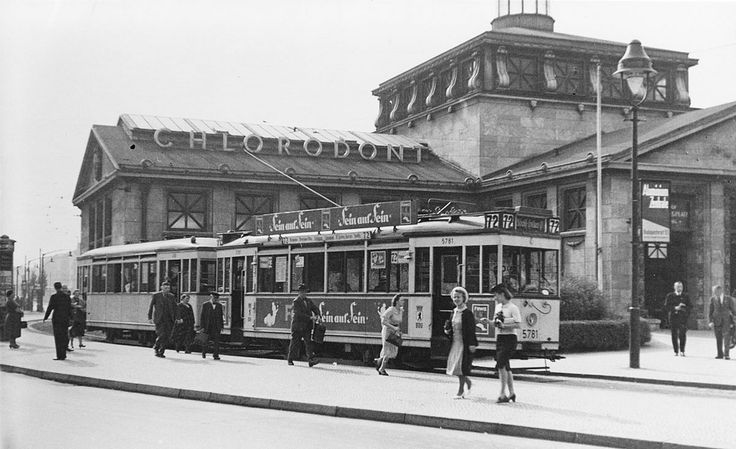 Berlin, Straßenbahn am Wittenbergplatz, um 1931.