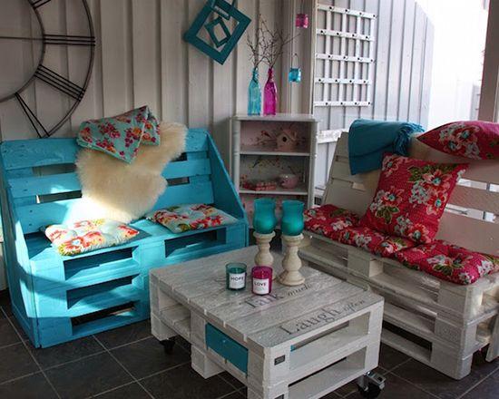 Desain ruang keluarga dengan pallet bekas ~ Teknologi Konstruksi Arsitektur