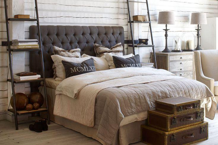 Färgerna - grått på gavel och kappa. Vitt överkast och sängkläder men även beige linne?