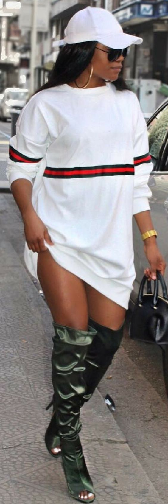 1 Of The Best Oversized Jumper Dresses You Need To Own http://ecstasymodels.blog/2017/10/30/1-best-oversized-jumper-dresses-need/
