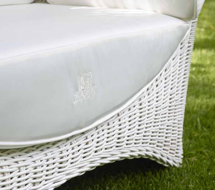 ALTAIR Love Seat's detail by Samuele Mazza Outdoor Collection. Luxury outdoor sofa with a natural rattan and wicker frame entirely handmade, produced and distributed by DFN Srl. This unique sofa is suitable for garden, pool, wellness area, spa, patio, terrace, veranda, balcony, sundeck, courtyard, porch, lanai, boat, yacht and ship.