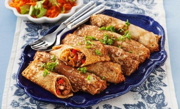 Crêpes är det franska ordet för tunt gräddade pannkakor. Ofta används många ägg. Här fyller vi dem med en härlig köttfärsröra på svamp, senap och paprika. Smaklig spis!