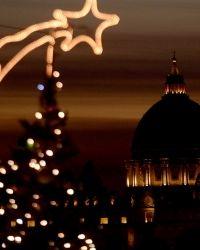 Presepe e abete natalizio in Piazza San Pietro