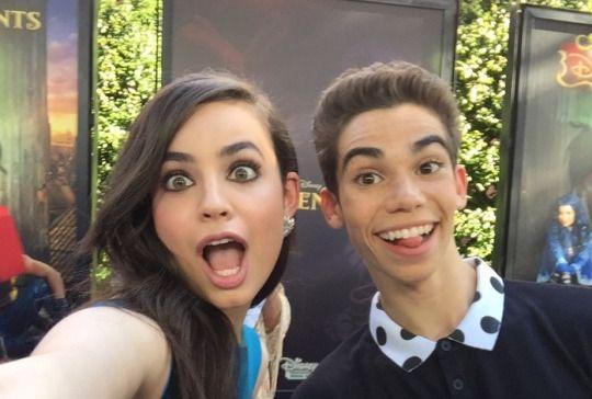 Sofia Carson Amp Cameron Boyce Disney S Descendants