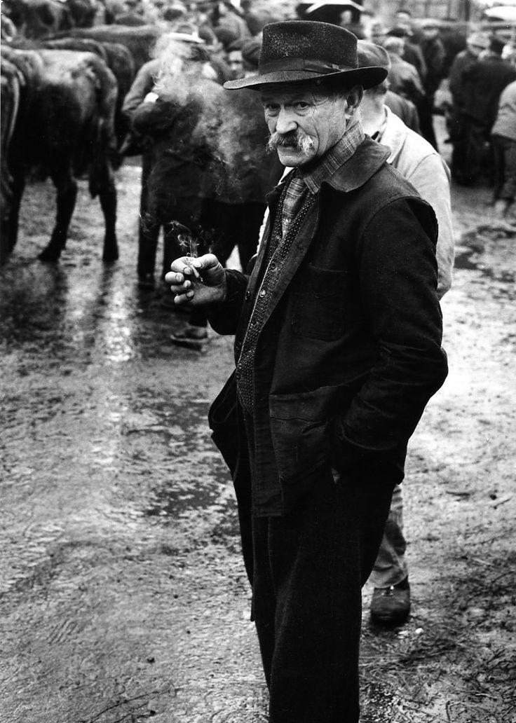 Atelier Robert Doisneau |Galeries virtuelles desphotographies de Doisneau - L'Auvergne ~Via Renato Rauld Etcheverry