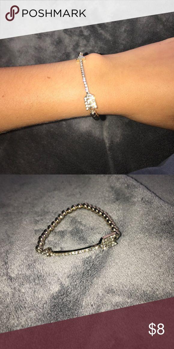 ✨GOLD ARROW BRACELET✨ Gold arrow bracelet with some SPARKLE Elastic. Jewelry Bracelets